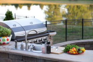 Elevate-your-Backyard-Space-with-an-Outdoor-Kitchen-Mid-City-Custom-Pools-Hurst